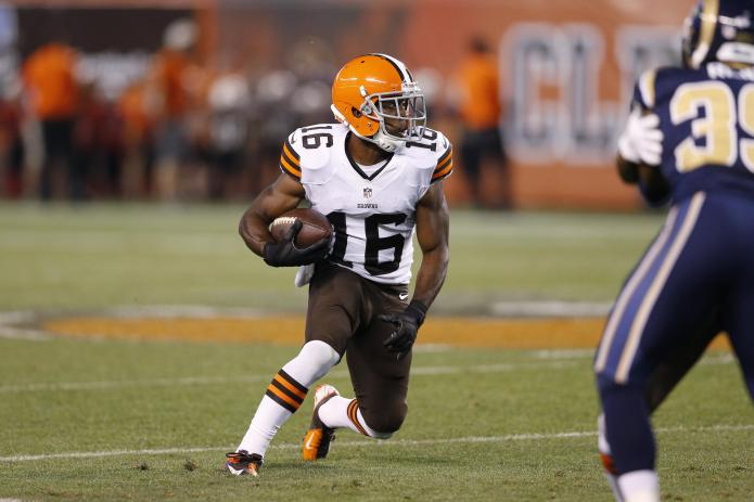 Cleveland Browns receiver kicks his toddler