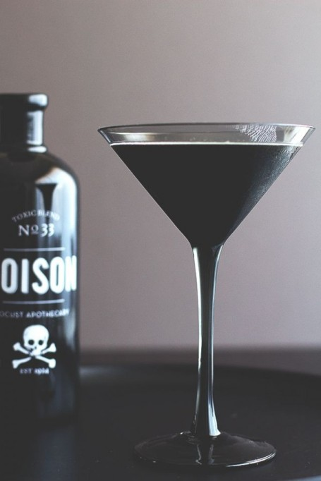 30 Halloween Cocktails & Mocktails That'll Take Your All Hallow's Eve to the Next Level: Blackbeard Cocktail