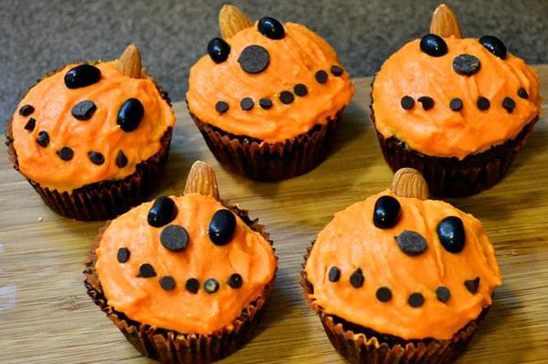 Halloween cupcakes, happy pumpkin design