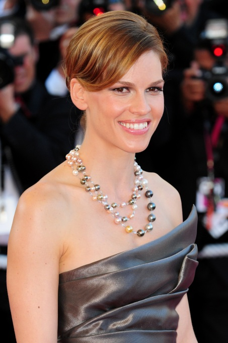 15 Celebrities who Overcame Poverty: Hilary Swank