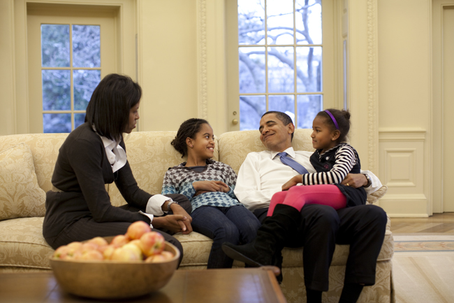 obama-family-oval-office