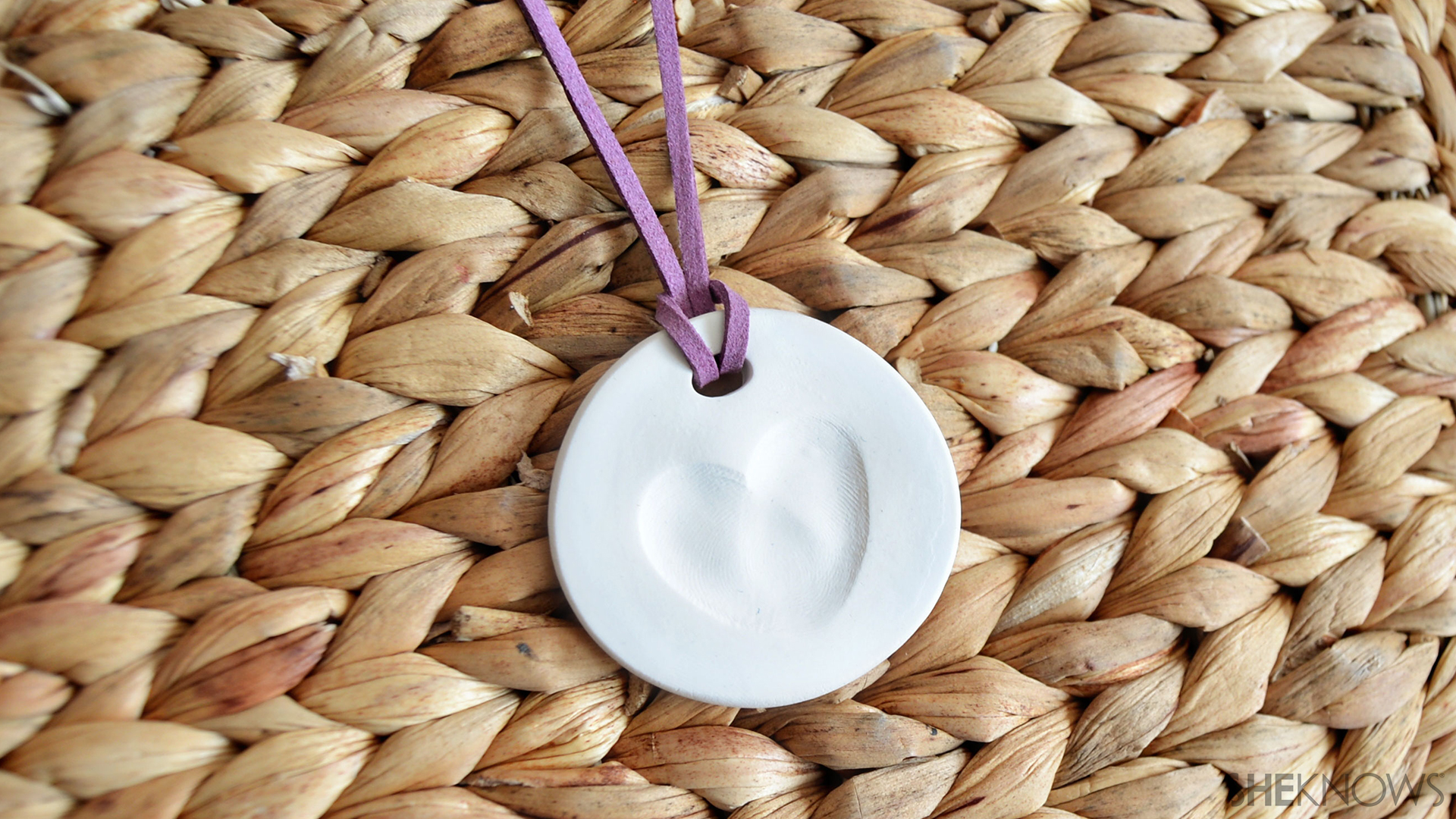 Heart thumb print necklace | Sheknows.com