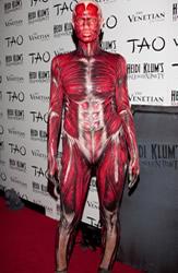 Julia Roberts wearing a timeless dress fashion trend