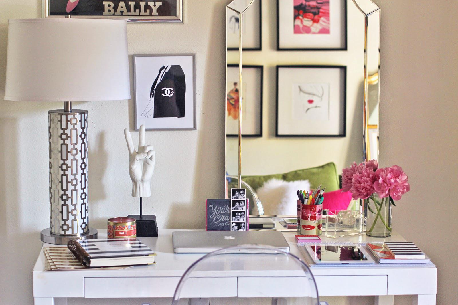 Cute Home Office Ideas: Give Your Desk A Makeover With These 7 Cute Ideas