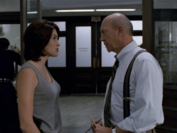 35 Photos Of Olivia Benson On Law Order Svu Through The Years Sheknows