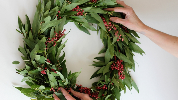 7 DIY holiday wreaths that look