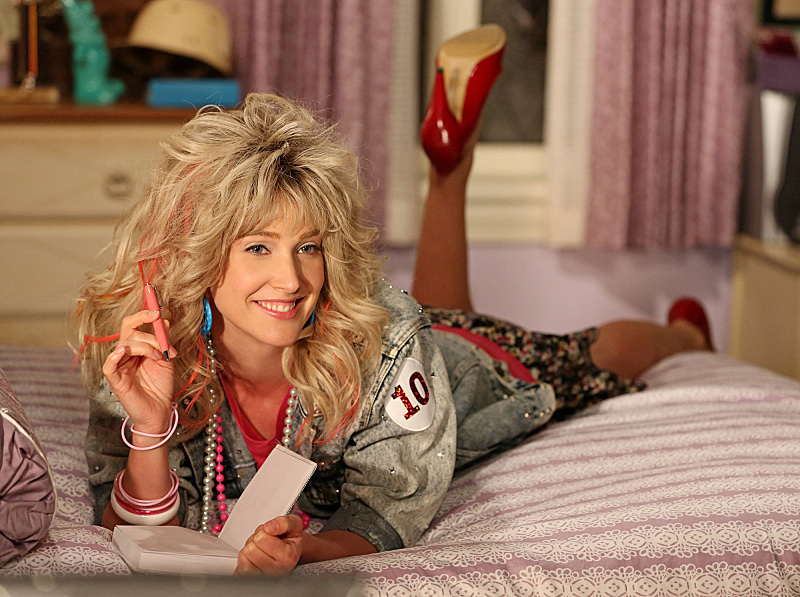 How I Met Your Mother does Robin Sparkles again