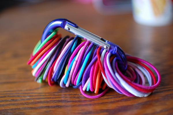 If you have girls in your house, then you'll love this idea of using carabiners to organize hair ties.
