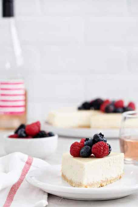 Rosé Cheesecake with berries