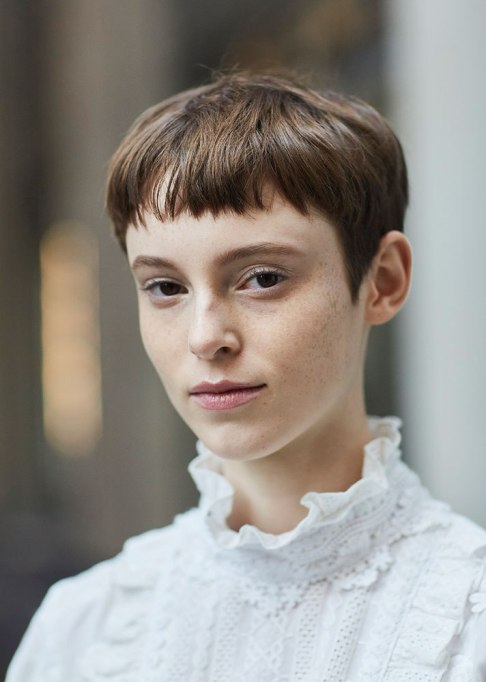 Stunning Ways To Style Short Hair   Brown Bangs