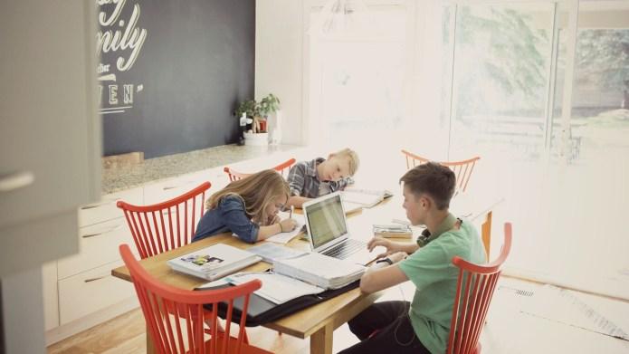 5 ways I manage homeschooling my