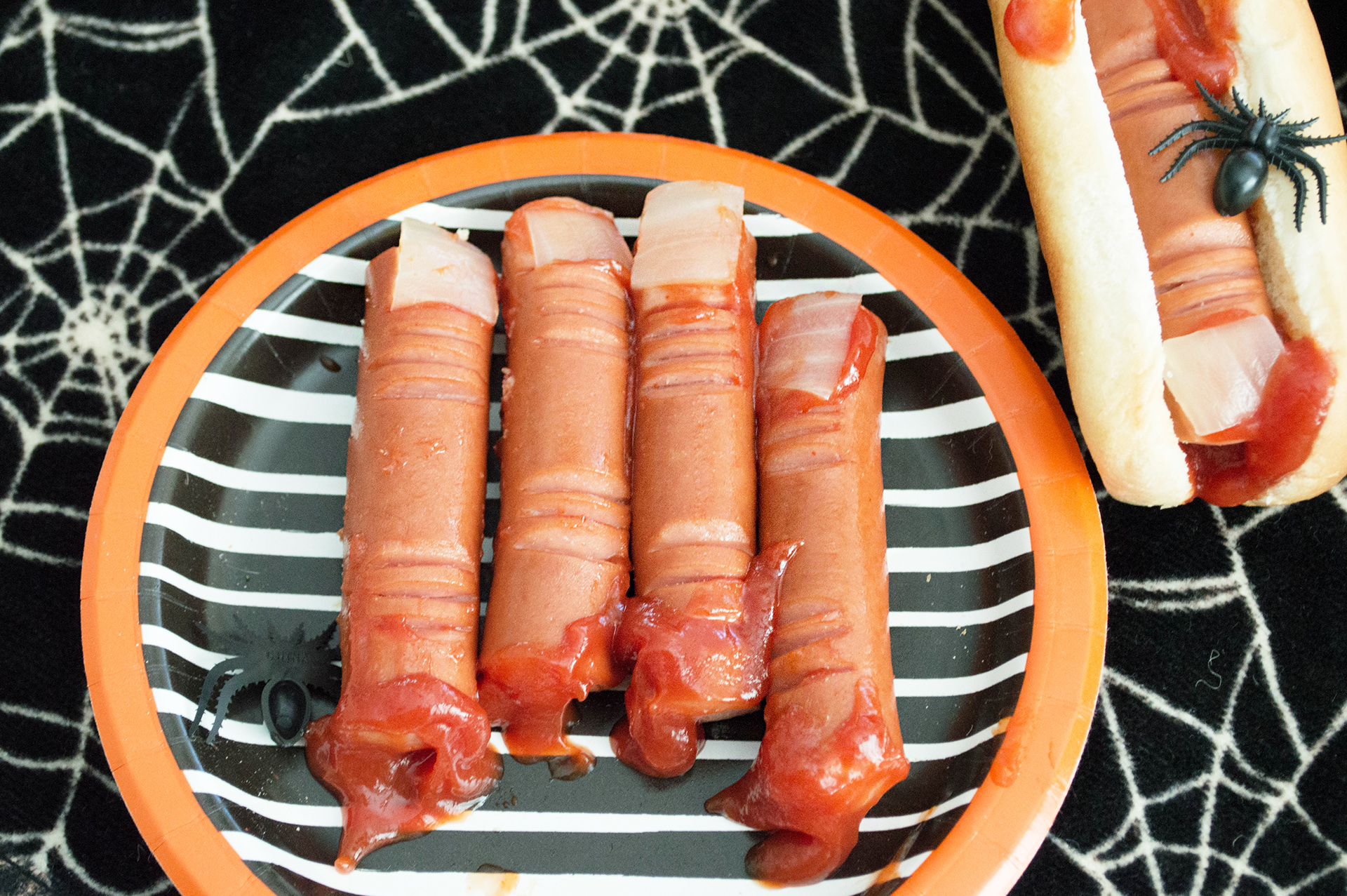 Hot dog witch fingers