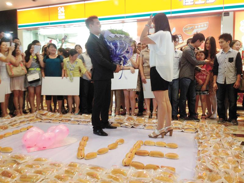 1,001 hot dog wedding proposal