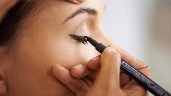 Learn how to apply liquid eyeliner
