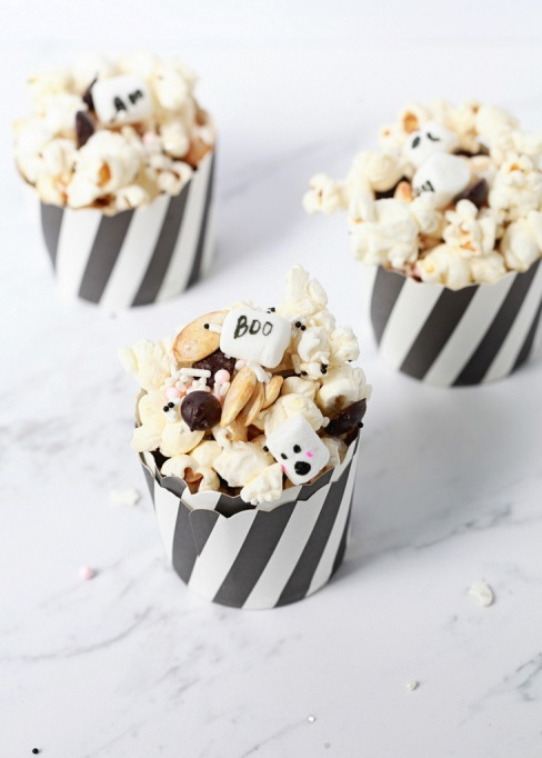 Cute Halloween Treats: Marshmallows are the key to this Halloween snack mix