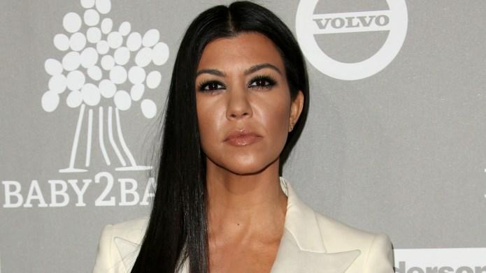 Kourtney Kardashian shows off hot pic