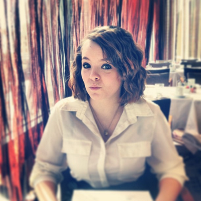 Catelynn Lowell having breakfast