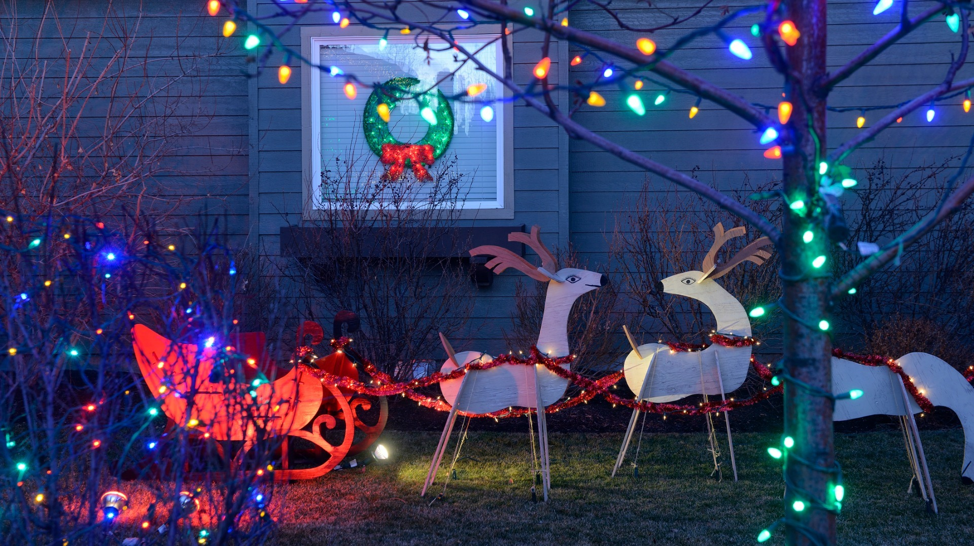 Yes, there's a way to properly put up Christmas lights, and you're ...