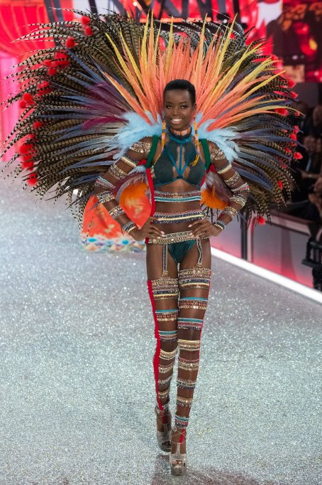 Maria Borges 2016 Victoria's Secret Fashion Show