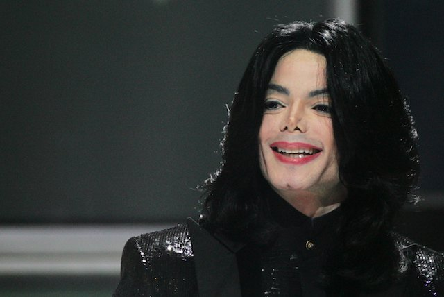 Michael Jackson receives the Diamond Award on stage during the 2006 World Music Awards