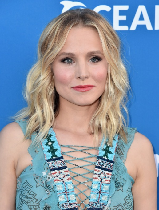 Celebrities On Their Favorite Thanksgiving Dishes | Kristen Bell