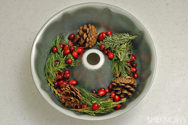 Making an ice wreath