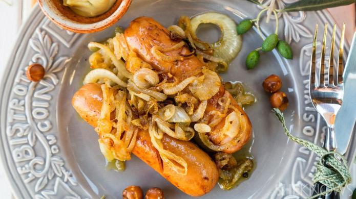 One-Pot Wonder: Mustard, sausage and onions