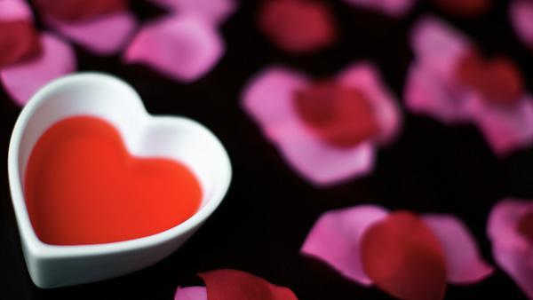 6 Valentine's Day desk decorations that