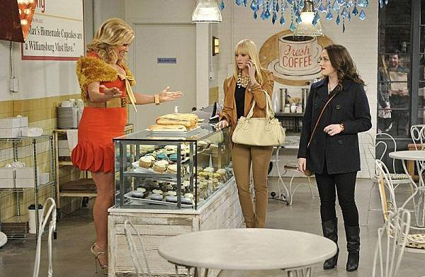 2 Broke Girls finally meet their