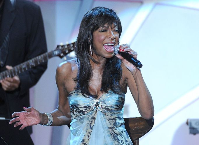 Natalie Cole performing