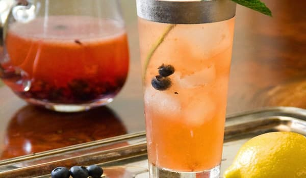 Summer Iced Tea Cocktail Recipes: Blueberry bourbon iced tea