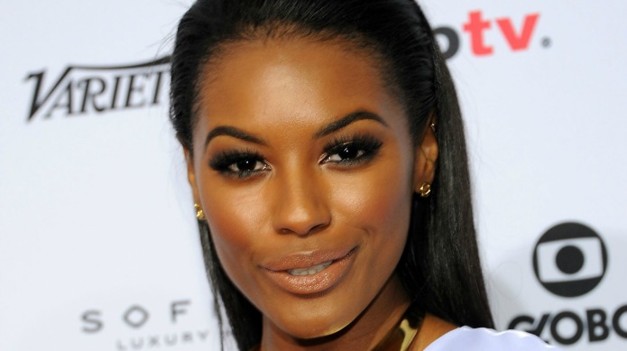 6 Ways to wear gold-toned makeup