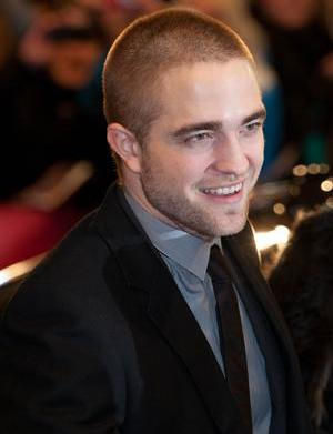 How does Robert Pattinson win ladies