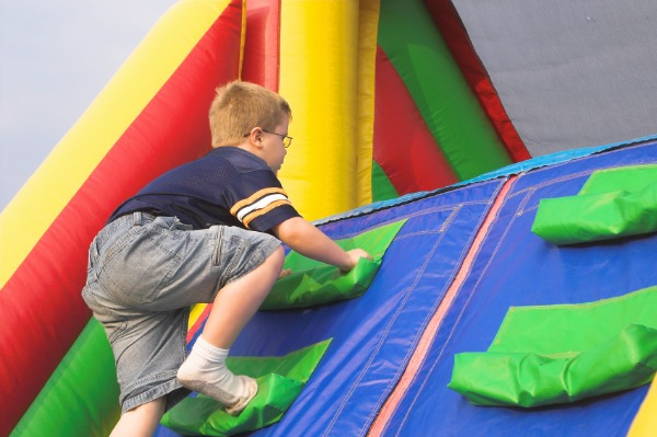 Kid going through an obstacle course