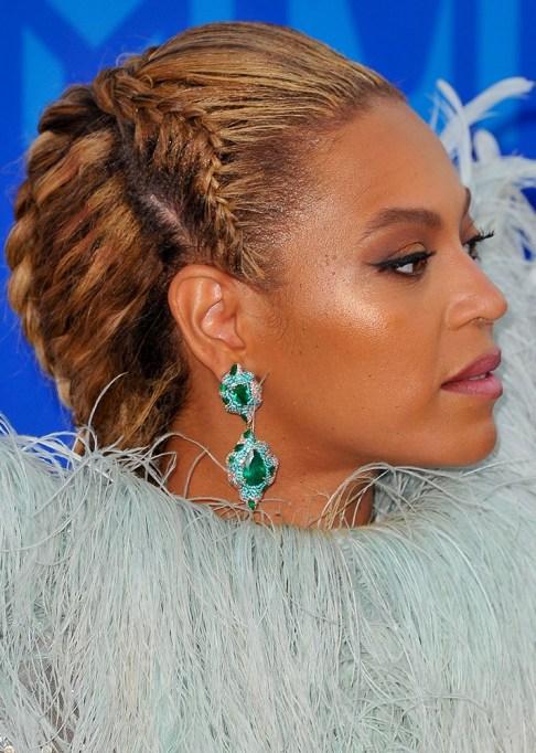 Best Celebrity French Braids: Beyoncé's Twisted Half Up French Braid | Celeb Hairstyles 2017