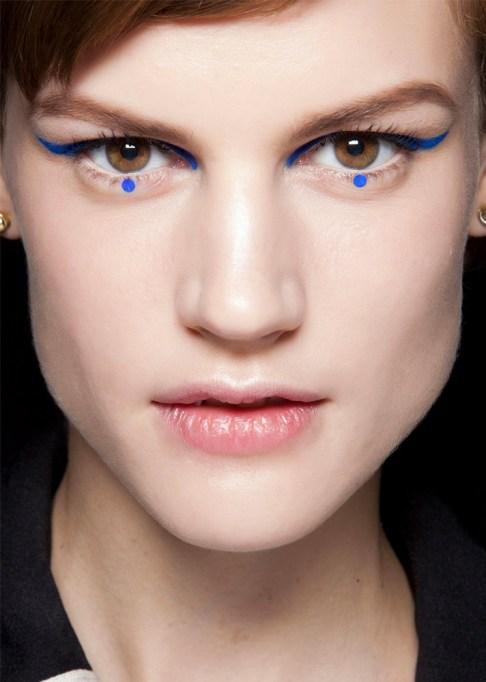 30 Summer Makeup Ideas: Blue Dots