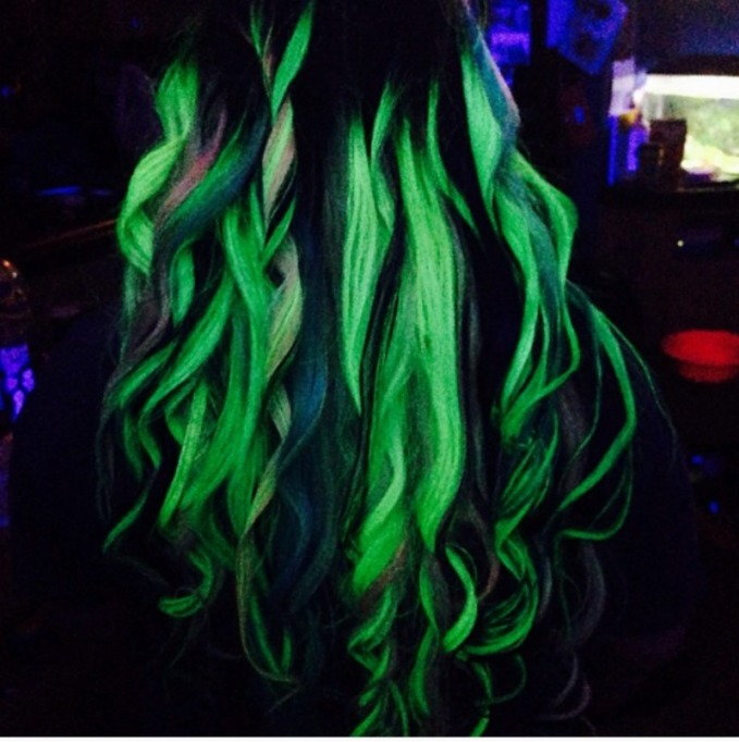 Textured UV reflective hairstyle