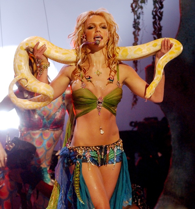 Britney Spears performs at the 2001 MTV Video Music Awards