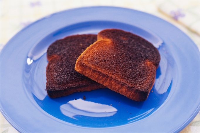 Common Foods That Can Turn Toxic During Cooking: Burned toast (and burned food in general) | Healthy Eating 2017