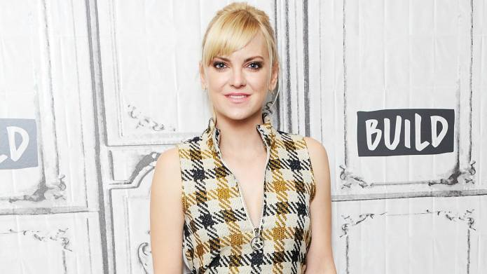 Anna Faris Is on Vacation With