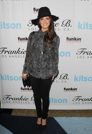 90210 star Shenae Grimes is engaged