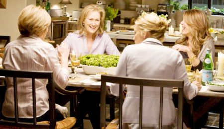 Meryl Streep hosts a dinner for friends in It's Complicated