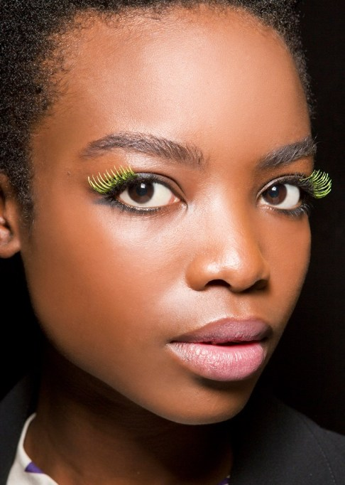 Low-Maintenance Summer Beauty Inspiration Ideas: Green Eyelashes Black Hair | Summer Beauty 2017