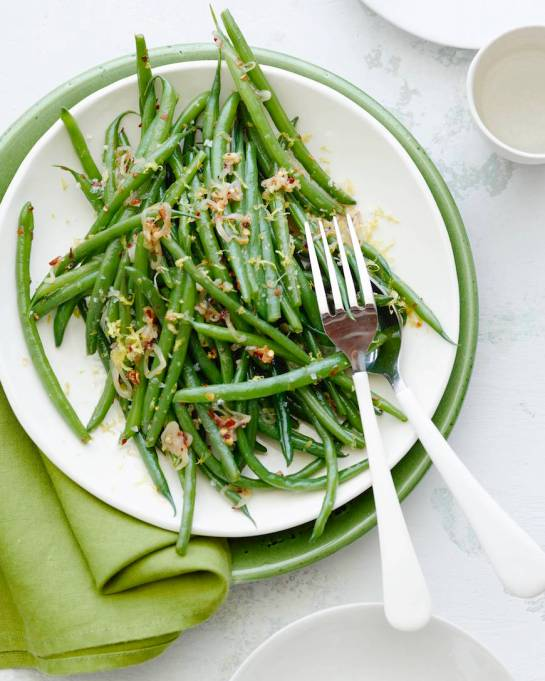 New Ways to Serve Up Green Beans This Thanksgiving: spicy garlic green beans