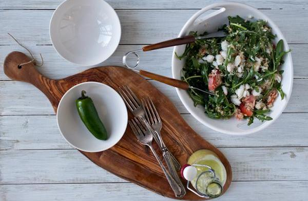 Crab and spinach salad with jalapeño