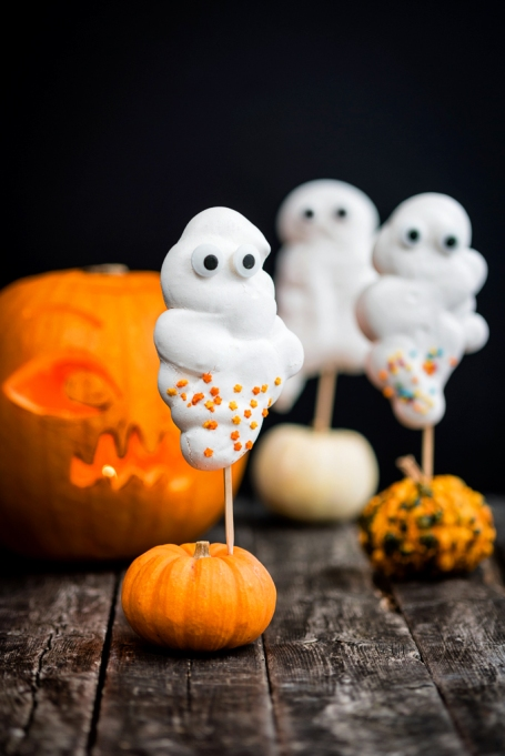 Cute Halloween Treats: Crispy meringues will turn into ghosts this Halloween