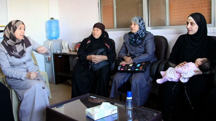 Resettled refugees help Syrian newcomers start