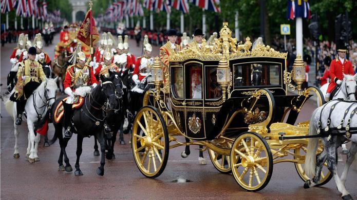 PHOTOS: See Queen Elizabeth's sweet new