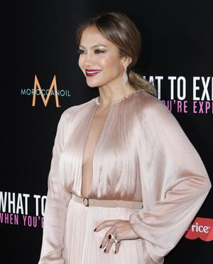 "American Idol wants Jennifer Lopez ""back"""