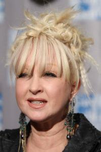 Cyndi Lauper pulls a Christina, flubs